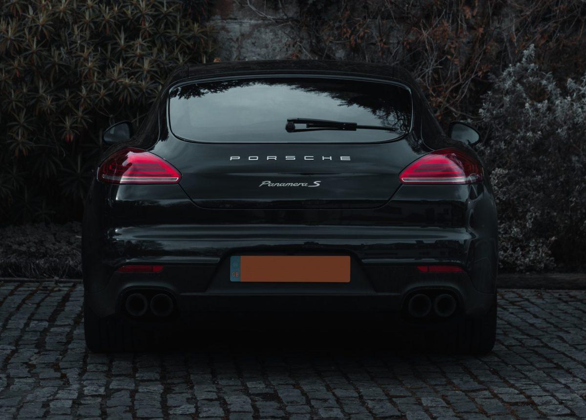 Zakup Porsche na firmę po okazyjnej cenie i automatyczny domiar akcyzy